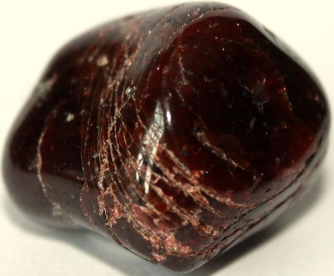Камень альмандин