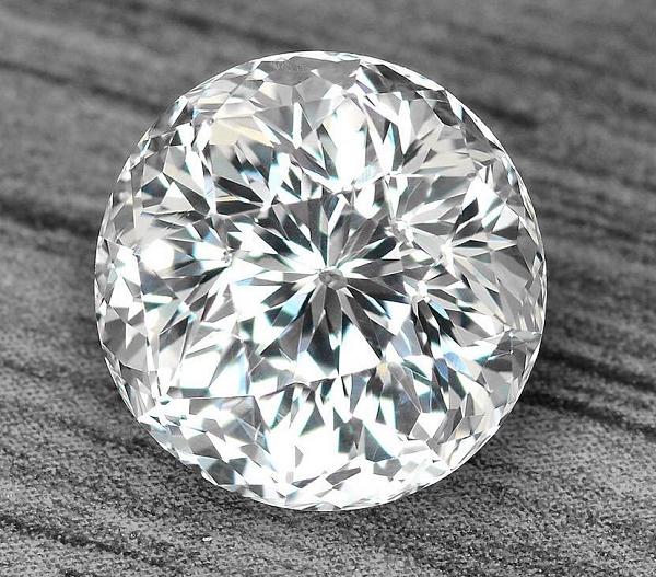 Лейкосапфир кристалл