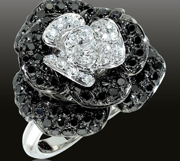 Кольцо с черным алмазом