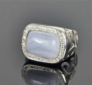 Мужской перстень с белым агатом