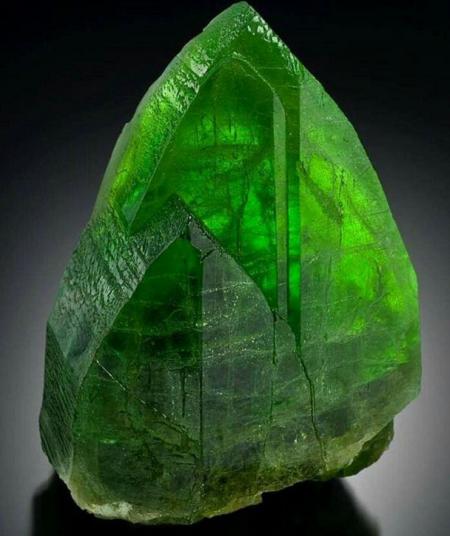 Хризолит зеленый