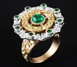 Кольцо с изумрудами и цаворитом
