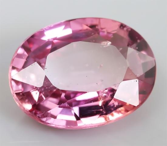 Сапфир с розовым окрасом
