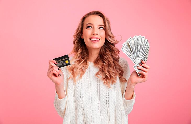 как оригинально подарить женщине деньги