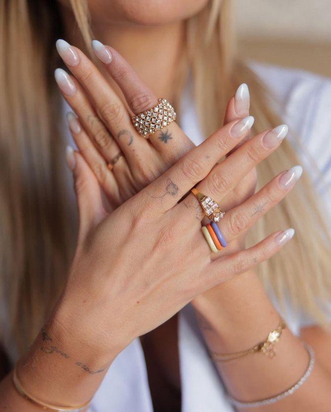 Пластиковые кольца — модный тренд в игрушечном стиле 5