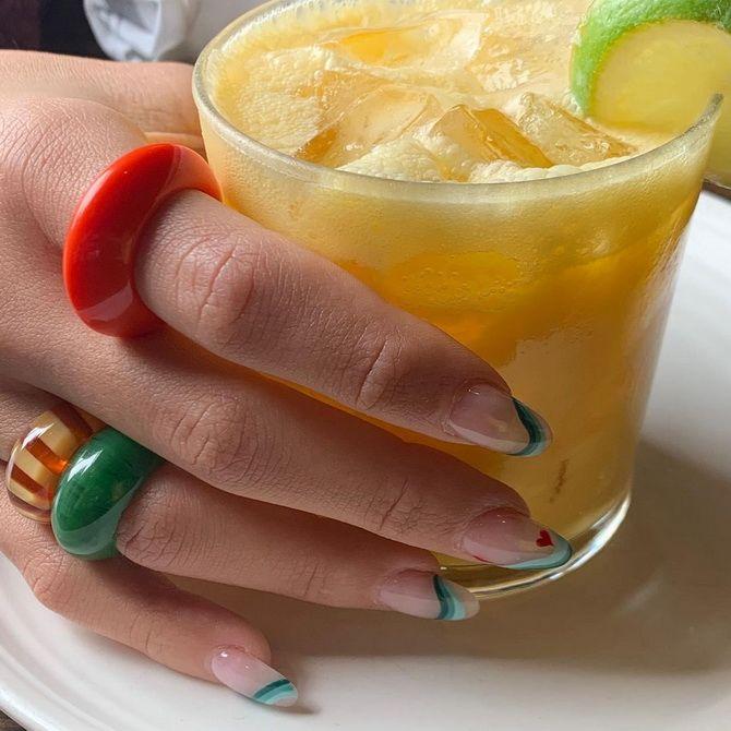 Пластиковые кольца — модный тренд в игрушечном стиле 19