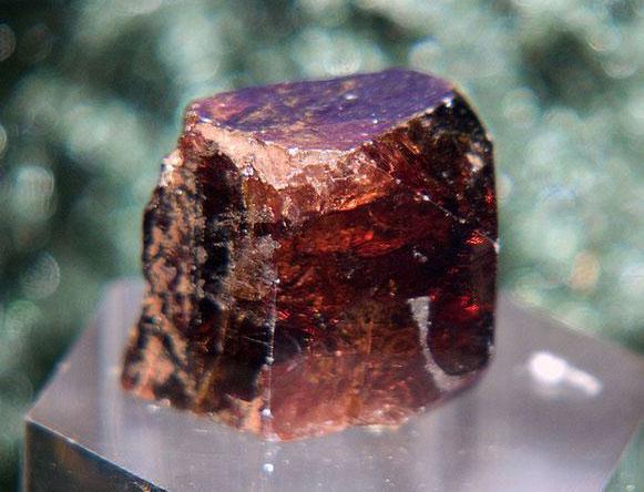 Красно коричневый