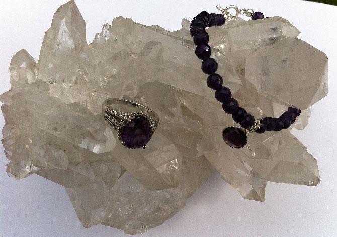 минерал с украшениями