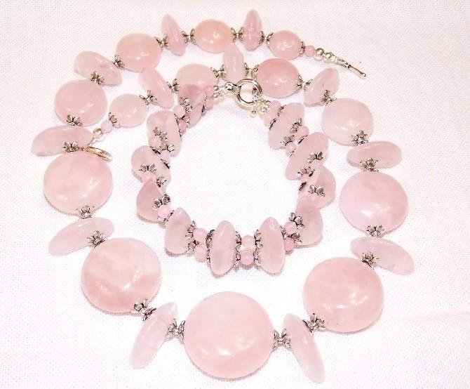 украшения из розового камня