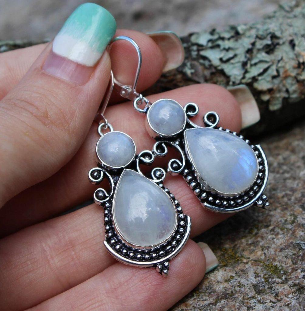 Серьги с лунным камнем