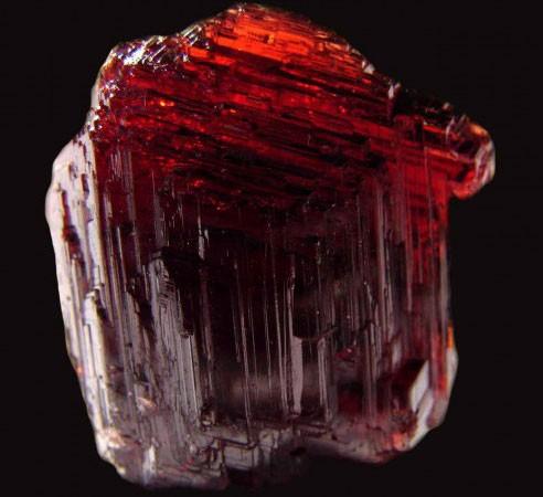 минерал с изломом