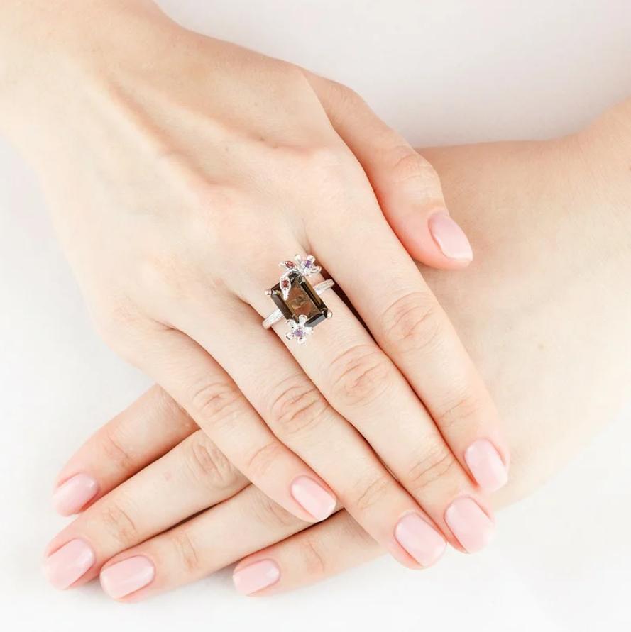 Кольцо со вставкой из раухтопаза