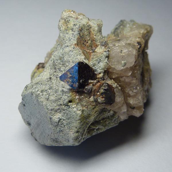 Камень гематит