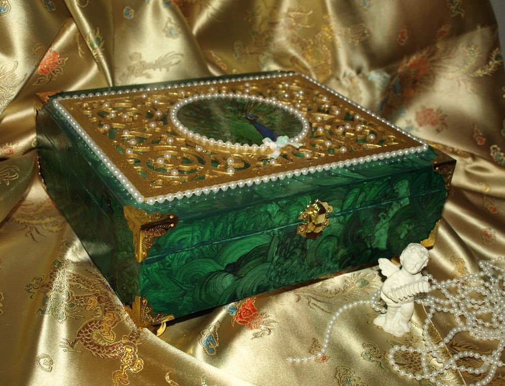 Малахит: свойства камня, значение, фото