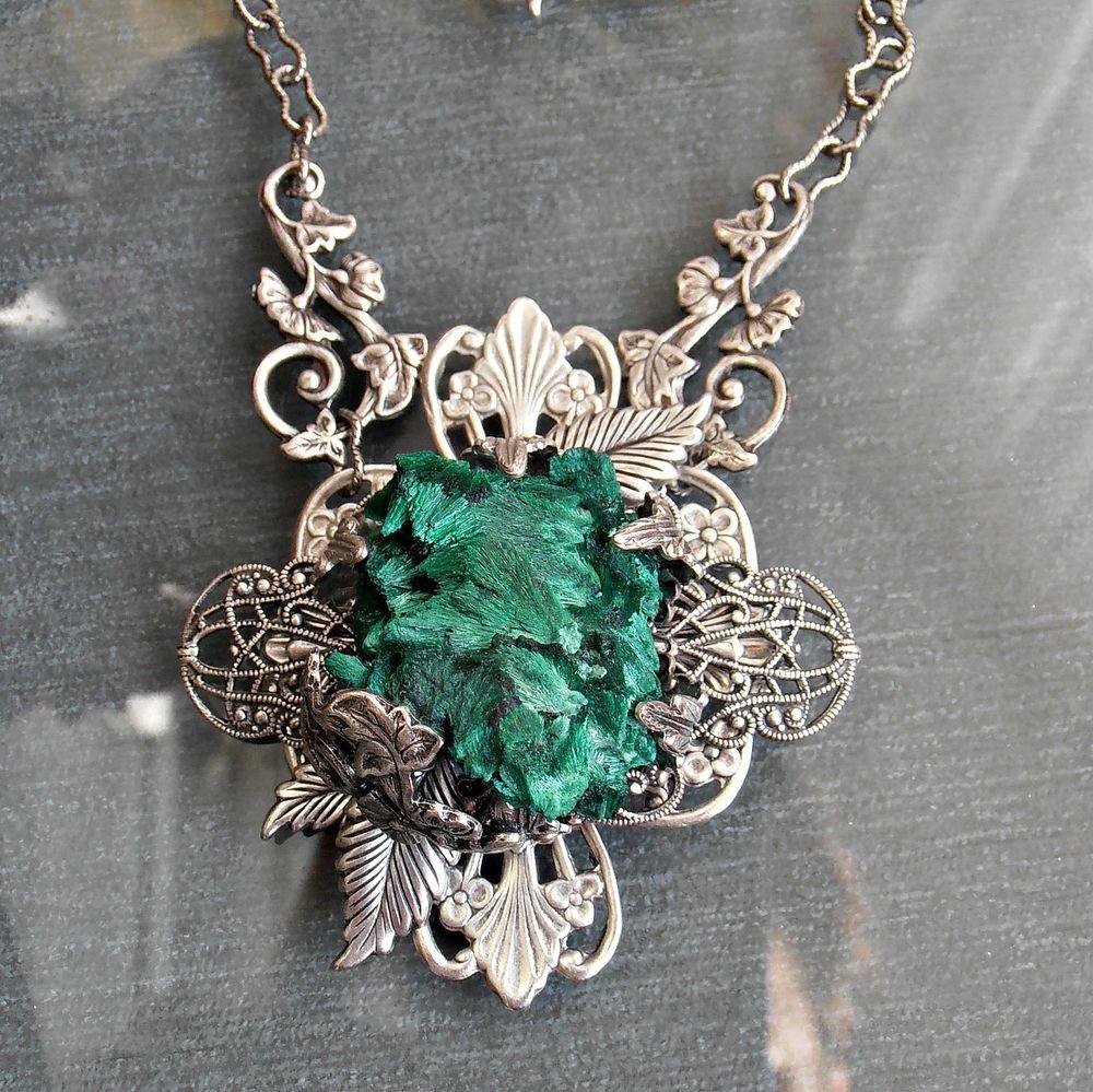 Ожерелье с малахитом